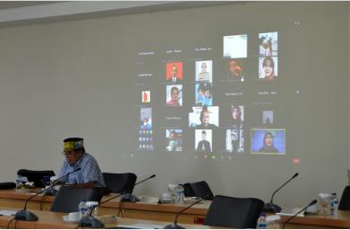 Badan Pembentukan Peraturan Daerah (Bapemperda) DPRD Provinsi DKI Jakarta menggelar rapat dengar pendapat (RDP) guna menyusun program pembentukan peraturan daerah (Propemperda) tahun 2022 mendatang, Senin (25/10). Sejumlah peneliti dan akademisi dilibatkan dalam penyusunan Propemperda tahun 2022. Sementara, Bapemperda telah menghimpun sebanyak 17 rancangan peraturan daerah (Raperda). Wakil Ketua Badan Pembentukan Peraturan Daerah (Bapemperda) DPRD DKI Jakarta Dedi Supriadi mengatakan, 17 Raperda tersebut terdiri dari Raperda baru dan Raperda yang belum sempat terbahas di tahun 2021.