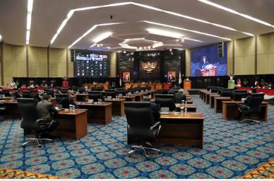 Dewan Perwakilan Rakyat Daerah (DPRD) Provinsi DKI Jakarta mengesahkan Rancangan Peraturan Daerah (Raperda) tentang Perubahan APBD Provinsi DKI Jakarta Tahun Anggaran 2021 menjadi Peraturan Daerah (Perda) dengan nilai yang disepakati sebesar Rp79,89 triliun, Senin (25/10). Pengesahan itu ditandai langsung persetujuan yang disampaikan seluruh anggota DPRD pada Rapat Paripurna penyampaian laporan Badan Anggaran (Banggar) terhadap Raperda tentang Perubahan APBD DKI Tahun Anggaran 2021.